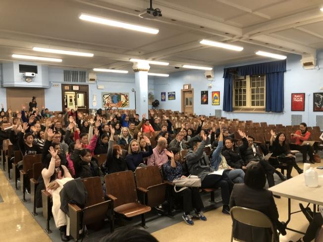 針對白思豪的特殊高中入學改革方案,187初中家長日前在家長會議中全數通過向市府提起訴訟。(本報檔案照)