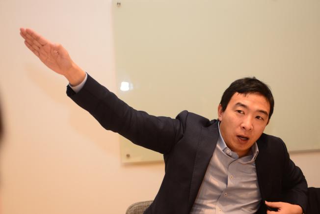 2020年總統大選華裔參選人楊安澤發起 「一人一美元」捐款宣傳,希望在5月中旬以前拿到6萬5000份個人捐款,送他站上民主黨初選辯論舞台。(本報檔案照)