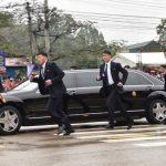 「防彈安全團」越南再現 12黑衣保鑣跟著金正恩車跑