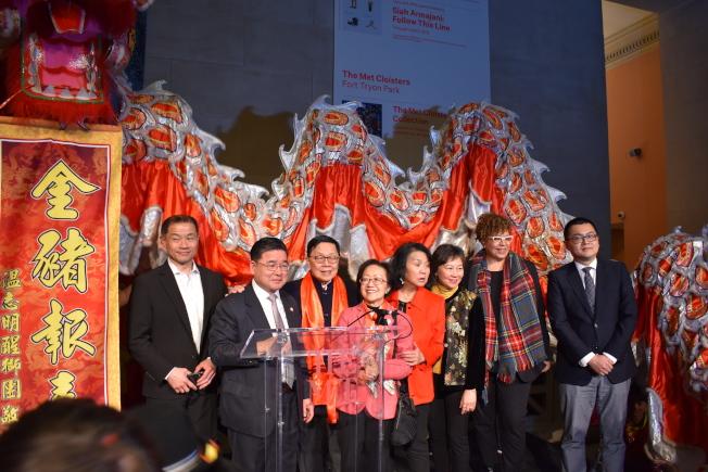 大都會藝術博物館25日晚舉辦新春招待會,上百位民選官員、社區人士參與。(記者顏嘉瑩/攝影)