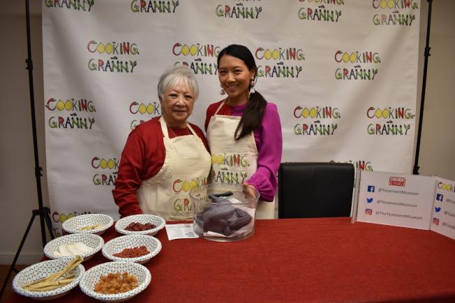梅美嫦(左)七歲就隨父母移民來美,對她而言雞湯不僅是療癒食物,更是與文化背景連結的根,右為Caroline Shin。(記者顏嘉瑩/攝影)