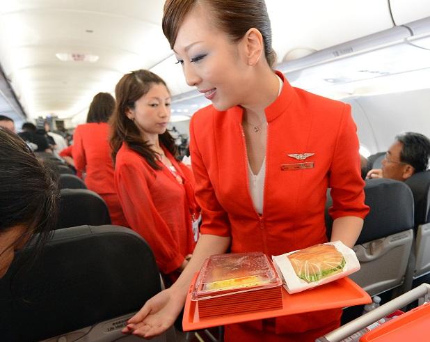 國際航班提供的飛機餐如果含肉,又來自有疫情的國家,恐怕不能帶下飛機。(Getty Images)
