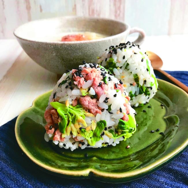 味噌肉末芥藍菜飯糰。(圖:極光提供)