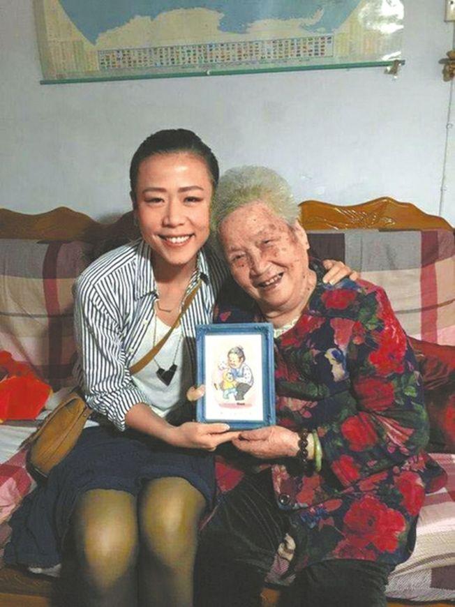 2016年石之予回成都參加奶奶90大壽。(取材自華西都市報)