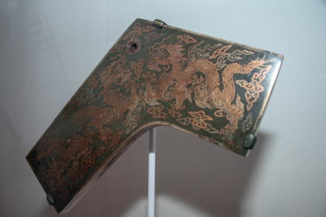 大都會博物館樂器館展出康熙時期的磬。(蘇彩菁/攝影)