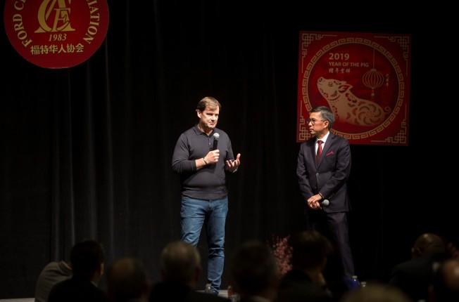 福特全球市場總裁法利(Jim Farley,左)與全球產品開發與採購總裁唐浩泰(右)。(福特華人協會提供)