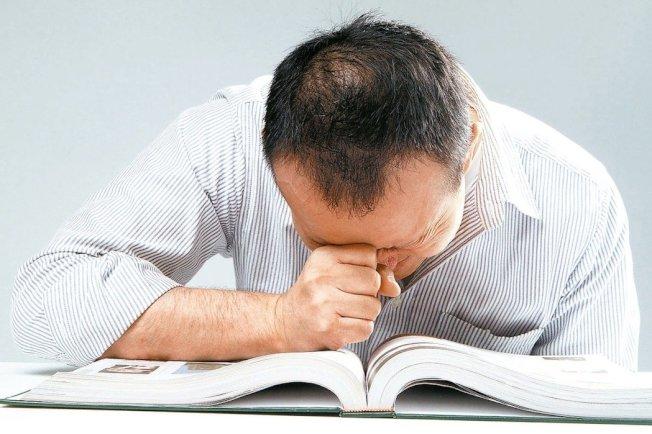 頭痛持續時間超過1周,最好及時就醫。(本報資料照片)