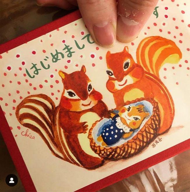 前田敦子的明星老公勝地涼曝光喜訊,還附上一張畫有松鼠一家三口的溫馨卡片。(取材自Instagram)