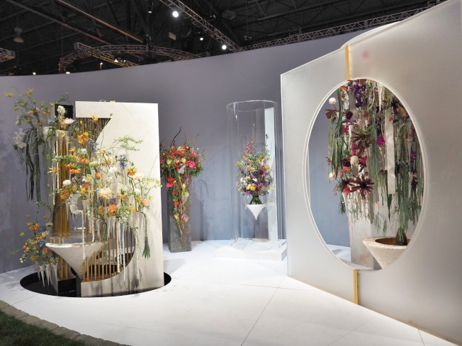 李嘉偉的設計以「新古典中國風」呈現,並使用大量的台灣產蘭花。(台灣花店協會提供)