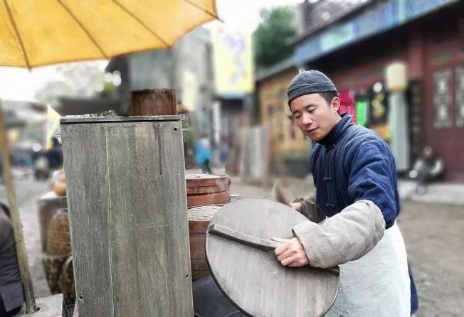 王志建曾在一场「饭替」的戏吃了九碗的面。(取材自北京青年报)