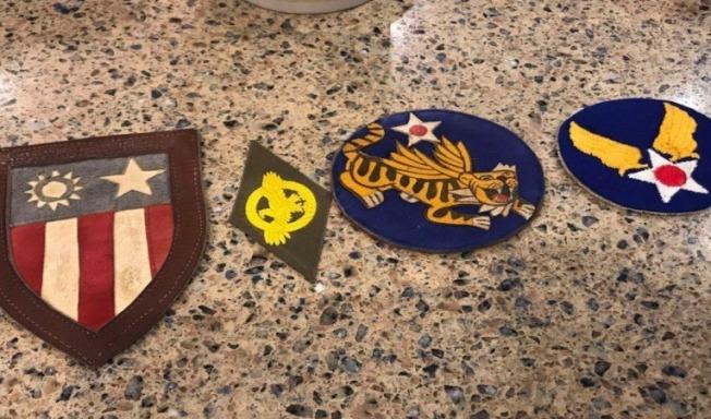 從左到右:參加CBI(中國、緬甸、印度)戰役,陸軍航空隊榮譽證章,第14航空隊臂章,陸軍航空隊臂章。