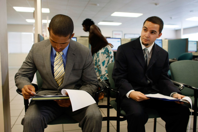 千禧世代和Z世代想爭取工作面試的機會,別忘了優先與人建立關係並參加組織、認識校友。(Getty Images)