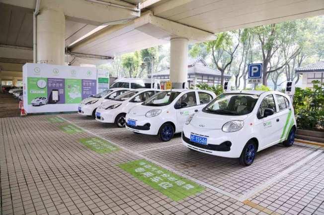海南領先中國各省,宣布2030年起全面禁售燃油車,屆時海南將只允許清潔能源汽車銷售。(中國《央廣網》)