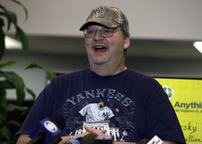 新州失業工人威爾斯基買了張兆彩獎券,卻忘在櫃台上。這張失而復得的獎券中了2.73億元,他說會好好酬謝那個善心人。(美聯社)