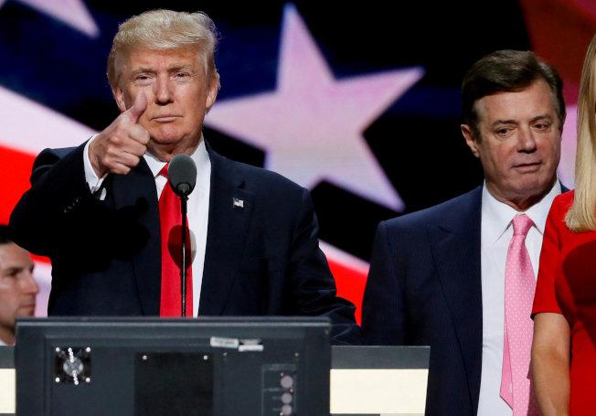 川普總統的前競選經理馬納福因為逃稅和銀行詐欺被判刑,圖為川普在共和黨全國代表大會接受提名時,馬納福就站在他身後。(路透)