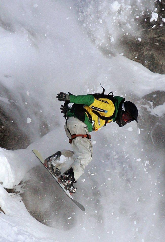 專業單板滑雪運動員瓊斯創立非營利環保組織「保護我們的冬天」。(美聯社)