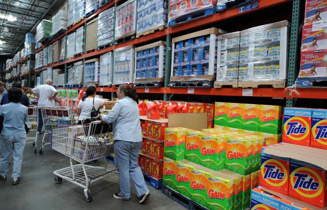 好市多販售的家庭組商品一般來說都非常划算,例如衛生紙、紙毛巾、洗衣精。(Getty Images)