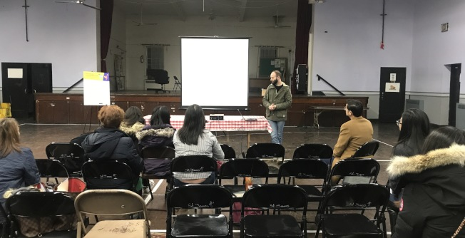 紐約市長移民事務辦公室舉辦的「了解您的權利」論壇邀請亞平會和法律援助處為民眾帶來相關資訊。(記者牟蘭╱攝影)
