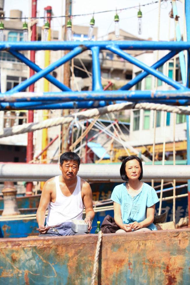 詠梅(右)的表演風格與導演王小帥的故事表達非常契合。(取材自豆瓣電影)