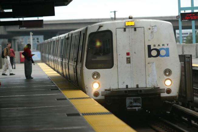 舊金山公共運輸系統開放全門上車,減少等候乘客上車的時間。(Getty Images)