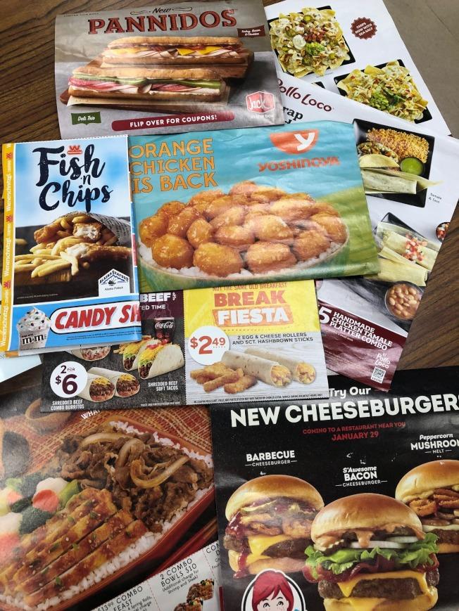 快餐速食連鎖業者不斷推出各式各樣的跨界新食品,物美價廉,爭取舊雨新知,也反映出這一行競爭之激烈。(記者胡清揚/攝影)