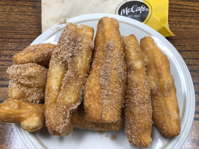 麥當勞(McDonald)近日推出的Donut Sticks,引爆華人網上熱議─這不是我們的迷你版油條嗎?(記者胡清揚/攝影)