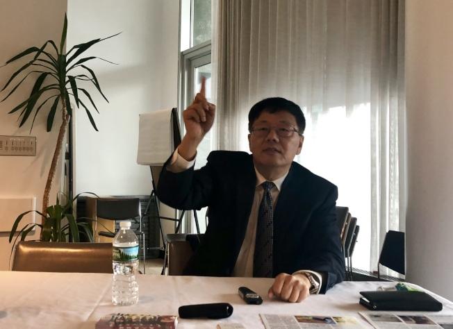 律師孫瀾濤建議華人購買保險時,不要只考量保費低。(記者朱蕾/攝影)