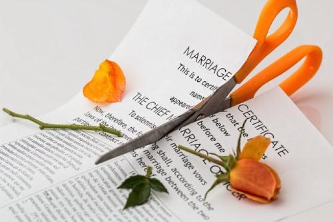 離婚雙方要放開心胸,各退一步,解決問題。(Pexels)