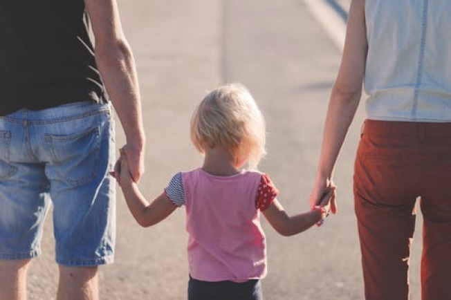 離婚時,法院最重要的考量是孩子的利益。(Pexels)
