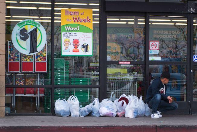 研究发现,在超市和一元店买水果和蔬菜的品质其实一样,唯一的差别是在一元店买的蔬果平均比超市便宜84%。(Getty Images)