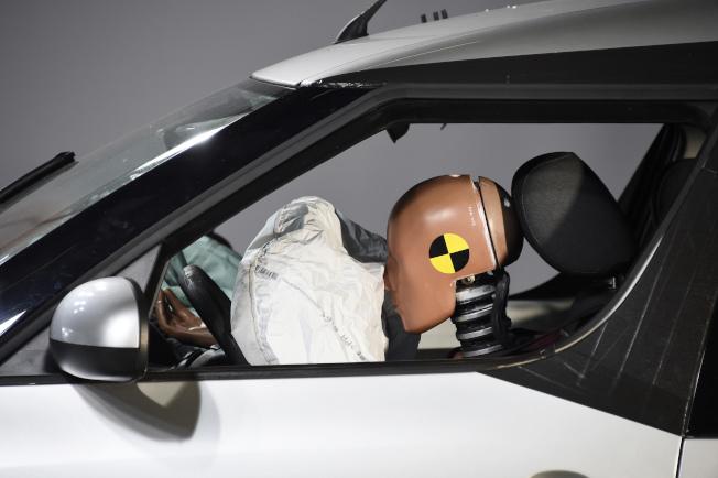 日本高田安全氣囊存在風險,充氣裝置爆開會產生致命碎片。(Getty Images)