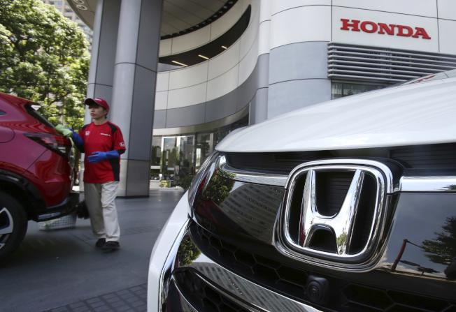 日系汽車的兩大公司豐田和本田(圖)21日在美國採取大規模召回行動,都是要檢修車上的安全氣囊瑕疵。(美聯社)