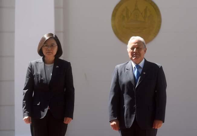 台灣總統蔡英文和即將卸任的薩爾瓦多總統桑契斯檔案照。Getty Images