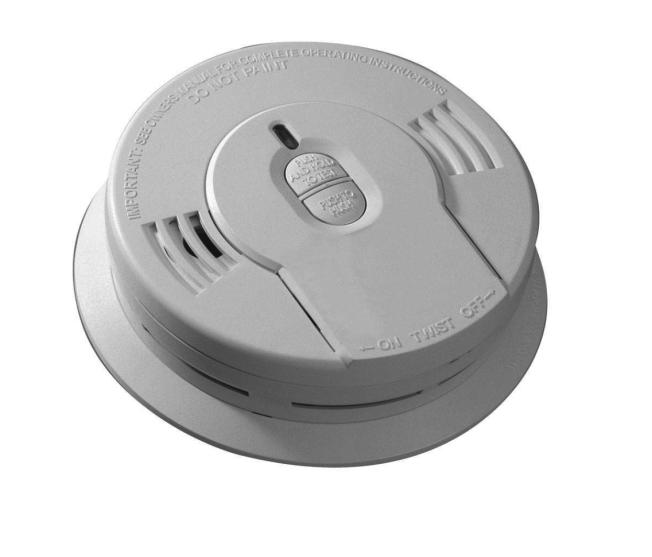 新法上路後,商家僅能提供十年更換一次電池的煙霧探測器。(取自Home Depot網站)