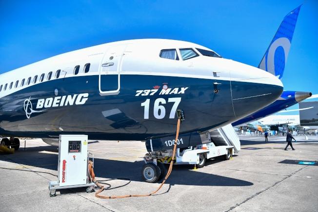 美國下令停飛波音737 MAX 8及MAX 9型飛機,圖為波音737 MAX 9型飛機在巴黎航空展亮相。(新華社)