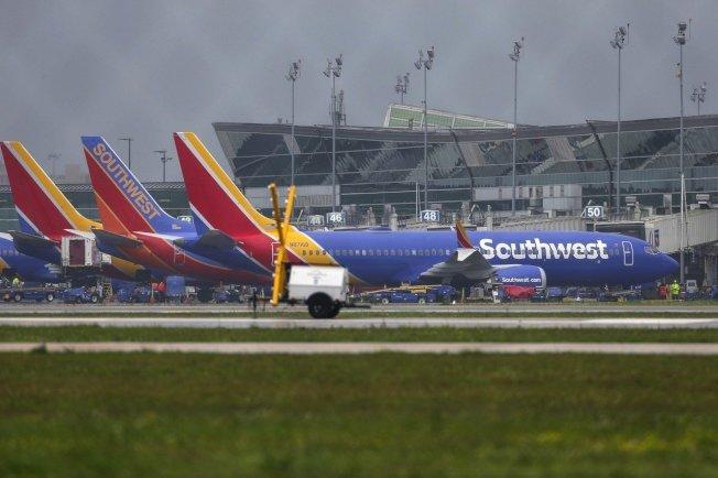美國西南航空所屬的波音737 Max 8飛機,停在Hobby機場。 美聯社