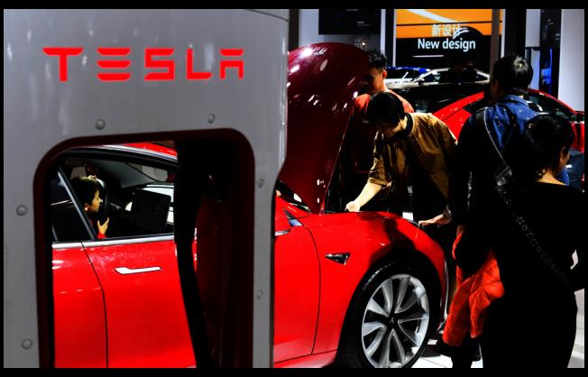 圖為特斯拉參加今年1月在海南舉行的2019(首屆)海口國際新能源汽車展覽會。新華社