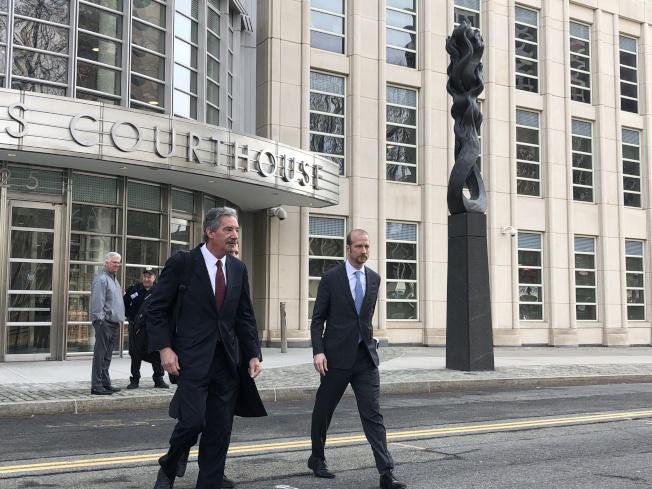 華為代表律師走出法庭。(記者金春香/攝影)