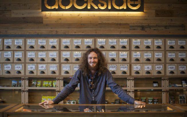 直接面對消費者銷售的「大麻調理師」(Budtenders)通常每小時可賺12至16元。(Leafly網站)