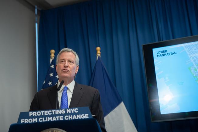 白思豪宣布在曼哈頓南端建設「環境防護帶」。(市長辦公室提供)