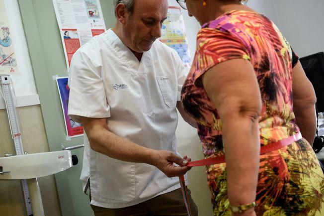 21世紀的美國人愈來愈胖,女性腰圍增加逾兩吋,男性腰圍增加一吋 。(Getty Images)