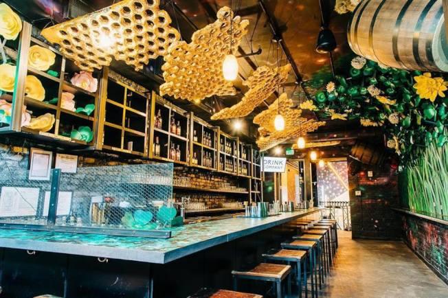 櫻花酒吧本季裝潢變身一碗拉麵。(櫻花酒吧臉書)