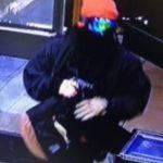 爾灣4起持槍搶案 搶便利店與三旅館
