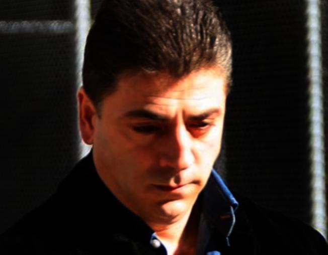 紐約黑手黨甘比諾家族頭目卡里在史泰登島自家門前被暗殺,圖為卡里。(取自YouTube)