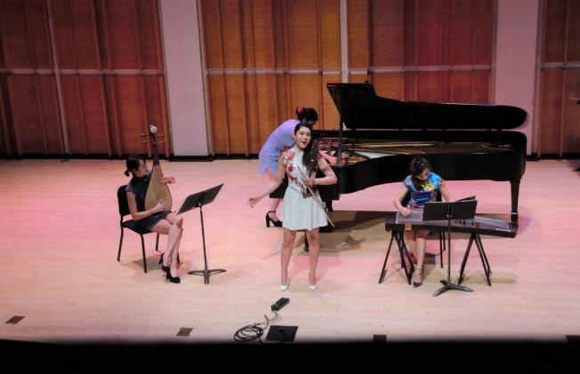 范琛(左起)、胡之華、楊飛飛和孫薇身著旗袍,以四種不同樂器演繹「穿旗袍的女子」。(主辦方提供)