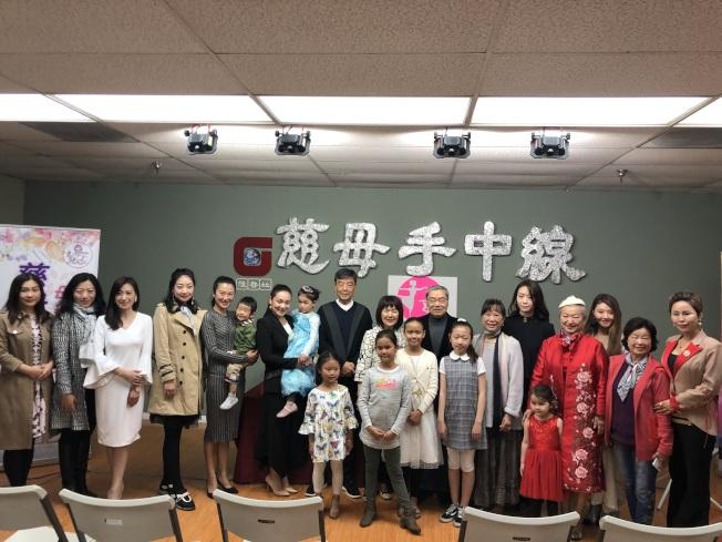 佳音社14日舉辦記者會,宣布即將舉辦「慈母手中線」為題的母親節慶典活動。(記者王若然/攝影)