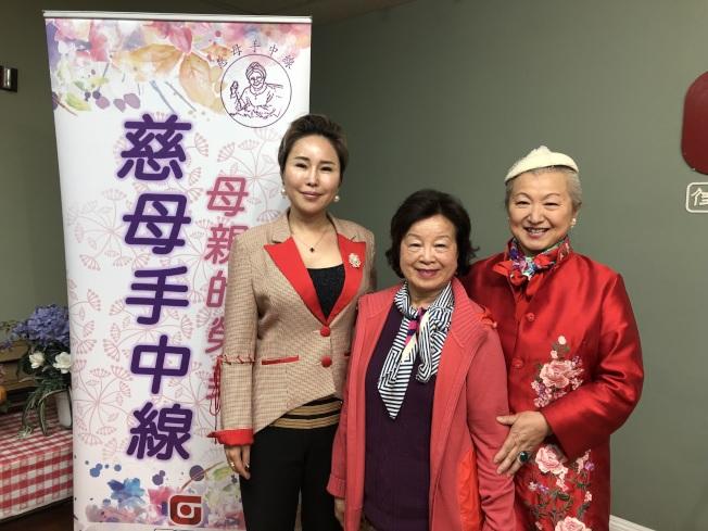 今年受表彰的三位母親。(記者王若然/攝影)