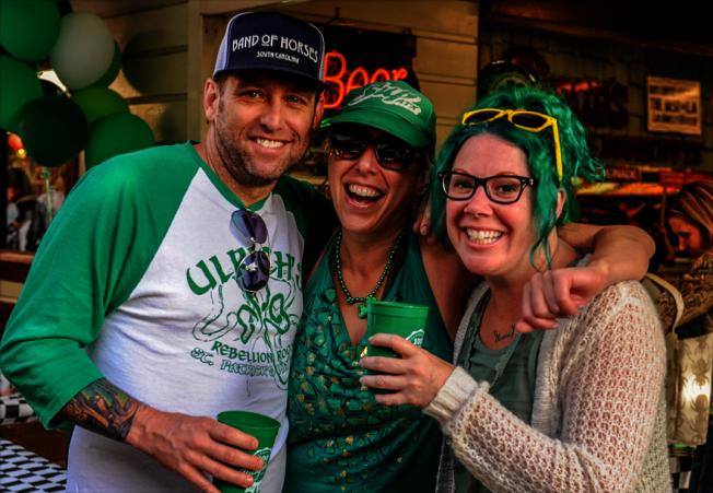 農夫市場酒吧當天將全天供應應節綠色啤酒和吉尼斯黑啤酒。(洛杉磯農夫市場提供)