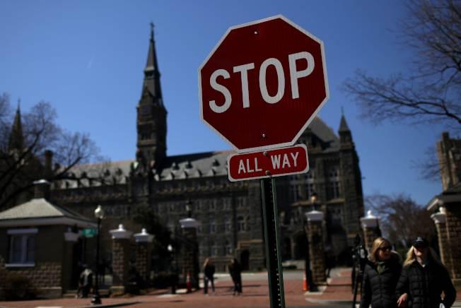 兩名史丹福學生向聯邦法院提告,指控八所名校招生不公,求償5億元。(Getty Images)