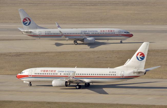 波音737 Max 8客機10日墜機後,中國率先宣布停飛。圖為停在太原機場的東方航空波音737客機。(路透)